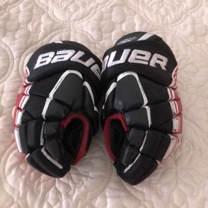 Boys hockey gloves